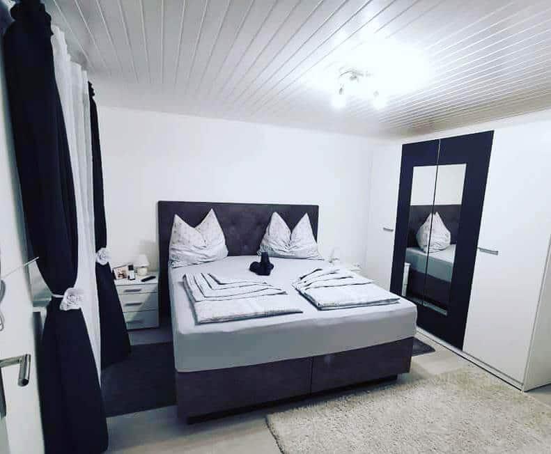Schlafzimmer-3-Ansicht-Treissmann-Ferienhaus