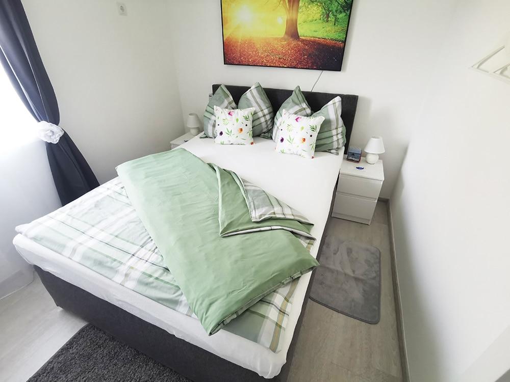 Schlafzimmer-Ansicht-Treissmann-Ferienhaus